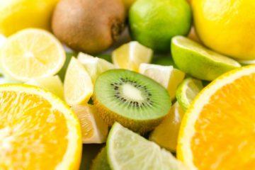 Kiwis, naranjas y limones